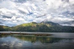 Jeziorny Batur w wulkanu kraterze, Indonezja Obraz Royalty Free