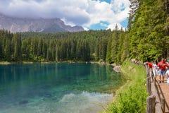 Jeziorny Carezza z odbiciem góry w dolomitach Obrazy Royalty Free