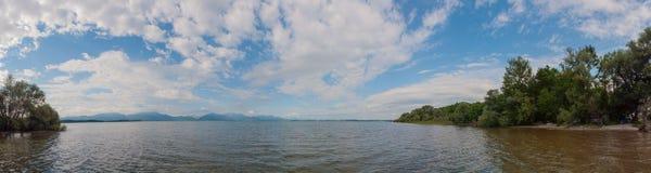 Jeziorny Chiemsee w lecie. Bavaria, Niemcy. Panorama. Obrazy Royalty Free
