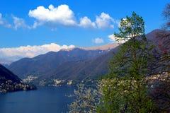 Jeziorny Como w wczesnej wiośnie Obrazy Royalty Free