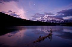 jeziorny dźwigarka wschód słońca dwa Zdjęcie Royalty Free