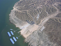 Jeziorny dwójniak i góry Fotografia Stock