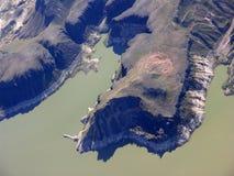 Jeziorny dwójniak i skalisty teren Zdjęcia Royalty Free