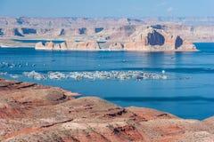 Jeziorny dwójniak między Nevada i Arizona Zdjęcia Stock