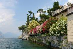 Jeziorny Garda widok w Malcesine, Włochy - Zdjęcie Stock