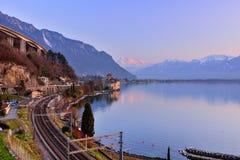 Jeziorny Genewa przy zmierzchem z koleją Obrazy Stock