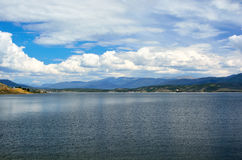 Jeziorny Granby rezerwuar w Kolorado na słonecznym dniu fotografia royalty free