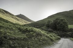 Jeziorny Gromadzki parka narodowego krajobraz, Cumbria, UK, wiosna 2017 zdjęcie royalty free