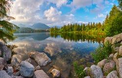 jeziorny halny Slovakia Strbske pleso europejczycy zdjęcia stock
