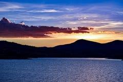 Jeziorny Jindabyne foreshore zmierzch w Australia zdjęcie stock