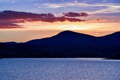 Jeziorny Jindabyne foreshore zmierzch w Australia fotografia stock