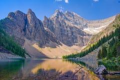 Jeziorny Kanadyjskie Skaliste góry - Agust 201 Agnes, Banfff park narodowy - Zdjęcie Stock