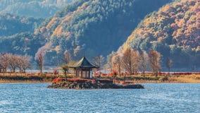 Jeziorny kawaguchiko w jesieni obrazy royalty free