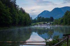 Jeziorny kurort w Alps obrazy stock