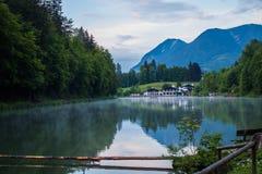 Jeziorny kurort w Alps zdjęcia royalty free