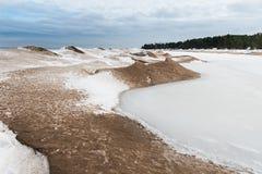 Jeziorny Ladoga w zimie Everything zakrywa z lodem i śniegiem Krajobraz Rosja Fotografia Stock