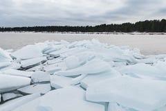 Jeziorny Ladoga w zimie Lodowi bloki Fotografia Royalty Free