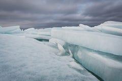 Jeziorny Ladoga w zimie Lodowi bloki Zdjęcia Royalty Free