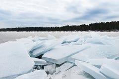 Jeziorny Ladoga w zimie Lodowi bloki Zdjęcia Stock