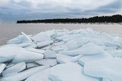 Jeziorny Ladoga w zimie Lodowi bloki Zdjęcie Royalty Free