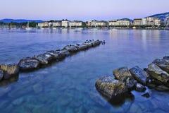 Jeziorny Lemański brzeg przy półmrokiem, Szwajcaria Zdjęcia Royalty Free
