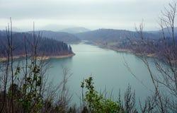 Jeziorny Lokve w Chorwacja na chmurnym jesień dniu zdjęcia stock