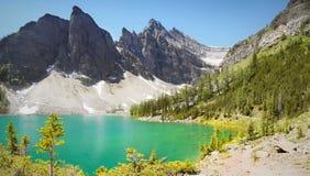 Jeziorny Louise - podwyżki, Kanadyjskie Skaliste góry Zdjęcia Stock