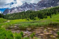 Jeziorny miroir ceillac w queyras w hautes alpes w France zdjęcie stock