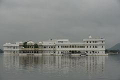 Jeziorny pałac, Ambrai ghat, Udaipur, Rajasthan obrazy stock