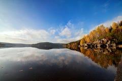 Jeziorny Pełny koloru krajobrazu jesień Obraz Royalty Free