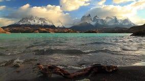Jeziorny Pehoe przy świtem chile torres Del Paine zbiory wideo