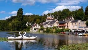 Jeziorny Pierrefonds i łabędź blisko Paryż zdjęcie royalty free