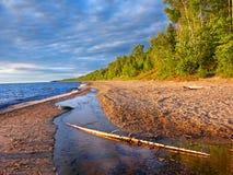 Jeziorny przełożony plaży lata wieczór zdjęcie stock