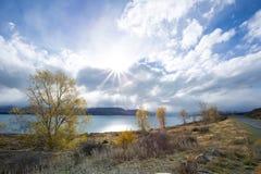 Jeziorny Pukaki W spadku Obrazy Royalty Free