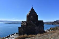Jeziorny Sevan i kościół fotografia royalty free