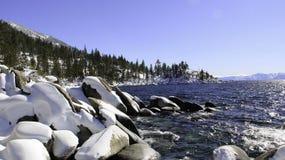 Jeziorny Tahoe - jezioro z śniegiem Obraz Royalty Free