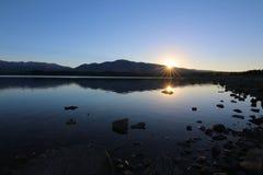 Jeziorny Tekapo przy wschód słońca, Nowa Zelandia zdjęcia royalty free