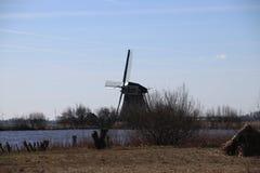 jeziorny teren Oude Ade w terenie Północny Holandia z wiatraczkiem fotografia royalty free