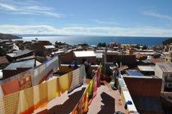 Jeziorny Titicaca Od dachów Copacabana Fotografia Stock