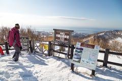 Jeziorny Toya, Japonia, Styczeń 27, 2018: Góra Usu lub Usuzan jest popul Zdjęcia Stock