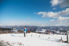 Jeziorny Toya, Japonia, Styczeń 27, 2018: Góra Usu lub Usuzan jest popul Obraz Stock