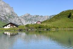 Jeziorny Truebsee nad Engelberg na Szwajcarskich alps Zdjęcia Stock