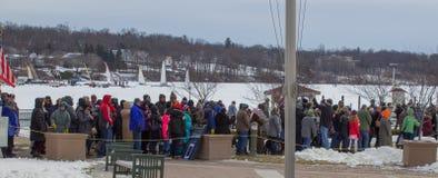 Jeziorny widoku tłum przy Winterfest w Jeziornym Genewa, Wisconsin Obrazy Stock