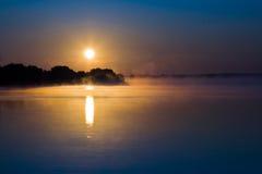 jeziorny wschód słońca Obraz Royalty Free