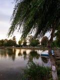 Jezioro łodzie i park Zdjęcia Royalty Free