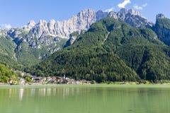 Jezioro Alleghe obrazy royalty free