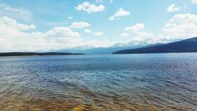 Jezioro blisko Skalistych gór Obraz Royalty Free
