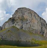 Jezioro Casterau w Bearn Atlantyk Pyrenees i szczyt Fotografia Stock