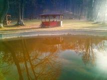 Jezioro dom w Rasnov miasteczku fotografia royalty free
