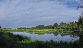 Jezioro i łąka Obrazy Royalty Free